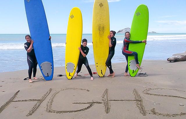 HGHS-European-girls-surfing